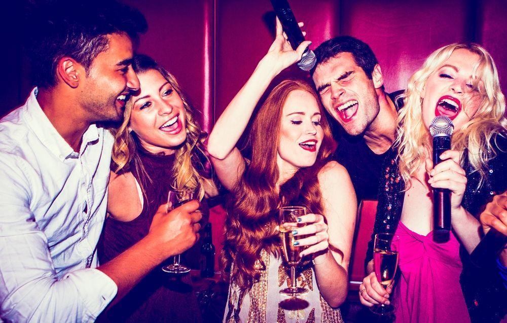 Cum sa organizezi o petrecere karaoke acasa?