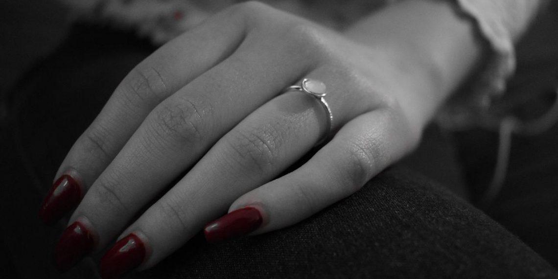 Alege inele de argint de la Ioana Preda pentru feminitate si rafinament